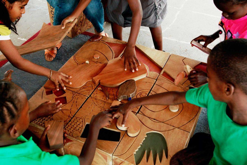 © Degré 7 - Mobilier-jeux réalisé pour Kimboto, Guyane, 2014